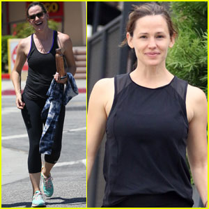Jennifer Garner Keeps Busy With Friends Over the Weekend