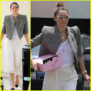 Jessica Biel Rocks Some Serious Shoulder Pads at Au Fudge