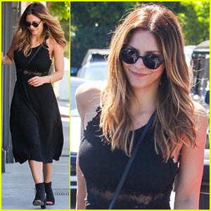 Katharine McPhee Brings Her Furry Friends to Lunch!
