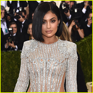 Kylie Jenner Celebrates 19th Birthday With New Hair Color
