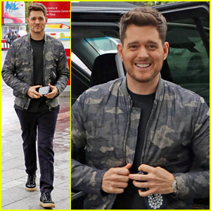 Michael Buble Tests Different Scents for His New Perfume! (Video)