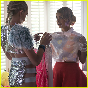 Sarah Hyland Glams Up For The 'XOXO' Music Festival in Exclusive Clip