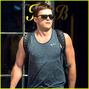Scott Eastwood Bares His Buff Arms En Route to Atlanta