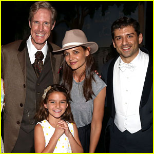 Suri Cruise Makes Rare Public Appearance with Mom Katie Holmes at Broadway's 'Finding Neverland'
