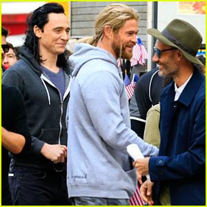 Chris Hemsworth & Tom Hiddleston Hang Out on 'Thor: Ragnarok' Set