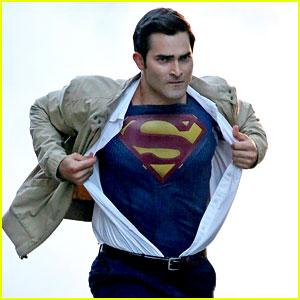 Tyler Hoechlin Transforms from Clark Kent Into Superman