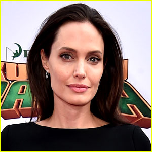 Angelina Jolie In Talks for 'Shoot Like a Girl'!