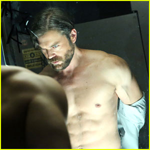 Shirtless Charlie Weber Shaves Off Beard & Hair for 'How to Get Away With Murder' Season Premiere (Video)