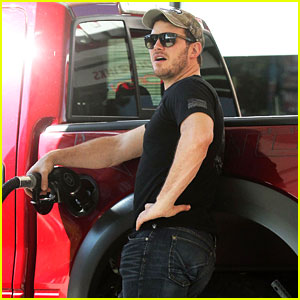 Chris Pratt Can Even Make Pumping Gas Look Sexy