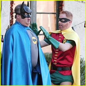Eric Stonestreet & Jesse Tyler Ferguson Dress as Batman & Robin for 'Modern Family'!