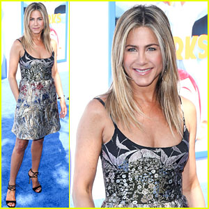 Jennifer Aniston Looks Gorgeous at the 'Storks' Premiere!