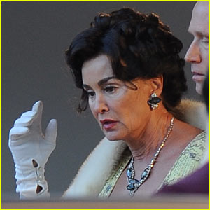 Jessica Lange Channels Joan Crawford While Filming for 'Feud'