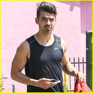 Joe Jonas Shows Off His Toned Biceps at the Gym!