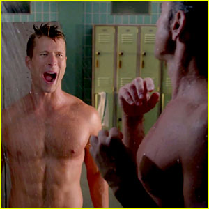 John Stamos & Glen Powell Steam Up 'Scream Queens' with Sexy Shower Scene (Video)