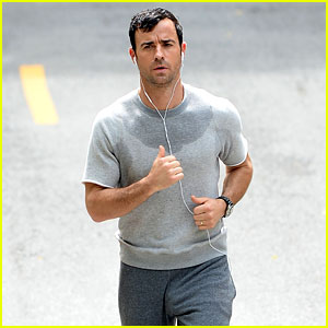 Justin Theroux Was Embarrassed by Attention from Sweatpants Photo