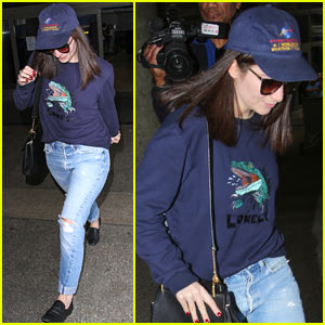 Lorde Lays Low While Arriving in LA