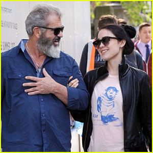 Mel Gibson & Girlfriend Rosalind Ross Take a Romantic Stroll Around Dublin
