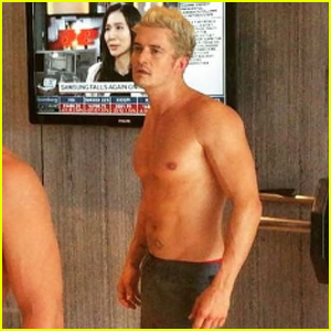 Orlando Bloom Shows Off New Blond Hair in Shirtless Training Video