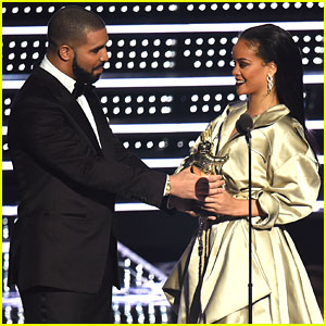 Rihanna & Drake Kiss on Stage During Concert (Video)