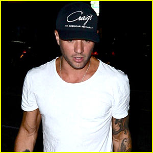 Ryan Phillippe & His Son Deacon Nailed Their T-Shirt Game During Movie Night!