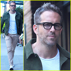 Ryan Reynolds Looks So Sexy in His Specs!