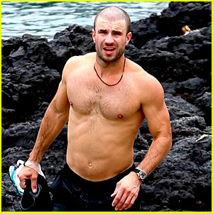 Sam Hunt Goes Shirtless in Hawaii with Girlfriend Hannah Lee Fowler!