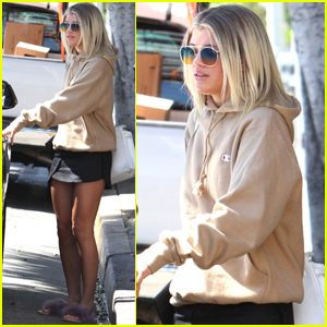 Sofia Richie Finds Some Copies of Her 'Billboard' Issue While Out in LA