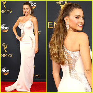 Sofia Vergara Shows Off Her Sexy Versace Look at Emmys 2016