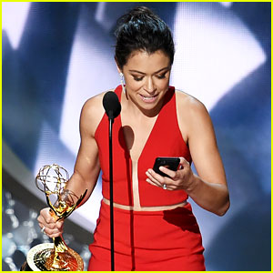 Tatiana Maslany Wins Emmy, Uses iPhone to Read Speech