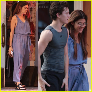 Marisa Tomei Arrives on Set to Film 'Spider-Man: Homecoming'!