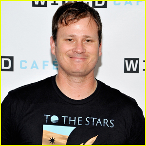 Blink-182 Singer Tom DeLonge Has Been Emailing Hillary Clinton Advisor About UFOs