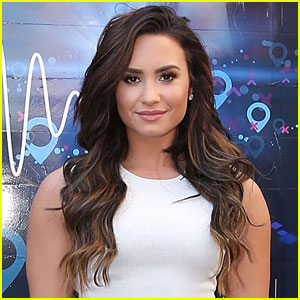 Demi Lovato is No Longer a Brunette, Dyes Her Hair Blonde!