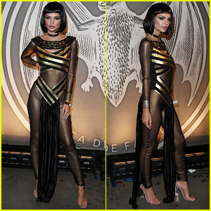 Emily Ratajkowski Gives Off Sexy Cleopatra Vibes on Halloween Weekend 2016
