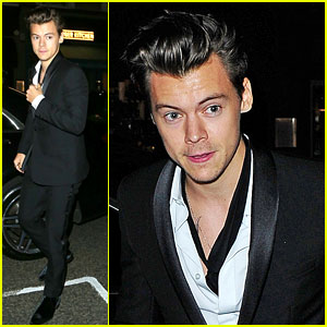 Harry Styles Looks So Hot While Celebrating New Mag Covers!