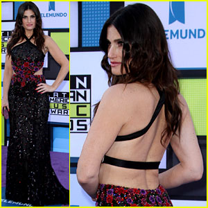Idina Menzel Stuns in Backless Dress at Latin AMAs 2016!