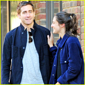 Jake Gyllenhaal Hangs Out with Mystery Gal in London