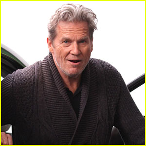 Jeff Bridges Jokes Around on Set of 'Only Living Boy in New York'