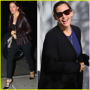 Jennifer Garner Gets in Major Retail Therapy in NYC