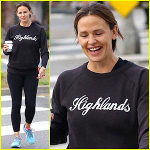Jennifer Garner Jokes That She's Dating Brad Pitt!