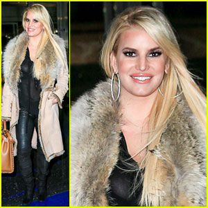 Jessica Simpson Is Having a 'Bell Bottoms Moment'!