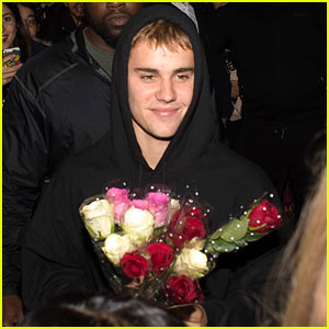 Justin Bieber Buys Roses for His Fans After His Performance in London!