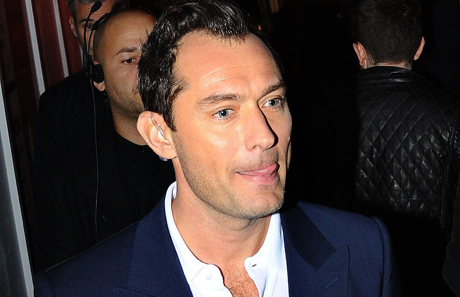 Jude Law Keeps Things Cool While Hanging Out in London | Jude Law ... Jude Law