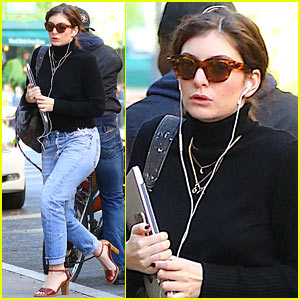 Lorde Spends Time in the Studio While Sipping on Smoothies