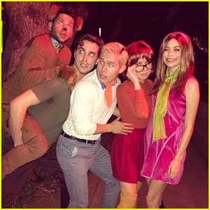 Miranda Cosgrove & Jennette McCurdy Reunite For Scooby Doo Group Halloween Costume with Friends