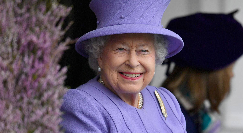 One Of Queen Elizabeth S Beloved Corgis Has Died Celebrity Pets Queen Elizabeth Just Jared