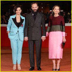 Ralph Fiennes Celebrates The English Patient's 20th Anniversary With Juliette Binoche & Kristin Scott Thomas!