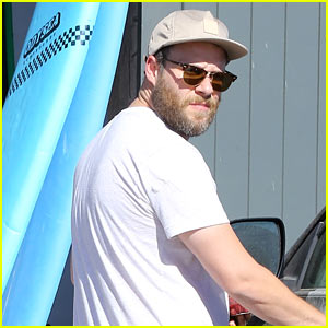 Seth Rogen Picks Up Healthy Snacks at the Grocery Store