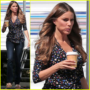 Sofia Vergara Takes a Snack Break on the 'Modern Family' Set!