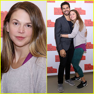 Sutton Foster Promotes 'Sweet Charity' at NYC Photo Call!