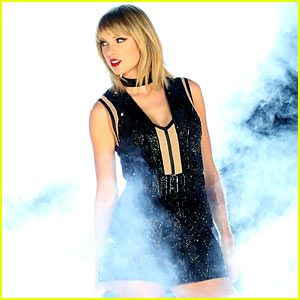 Taylor Swift Performs Calvin Harris' 'This is What You Came For' at Formula One Concert